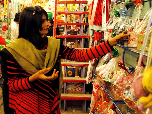Pakistani-Girl-Shopping-For-Valentine's-Day