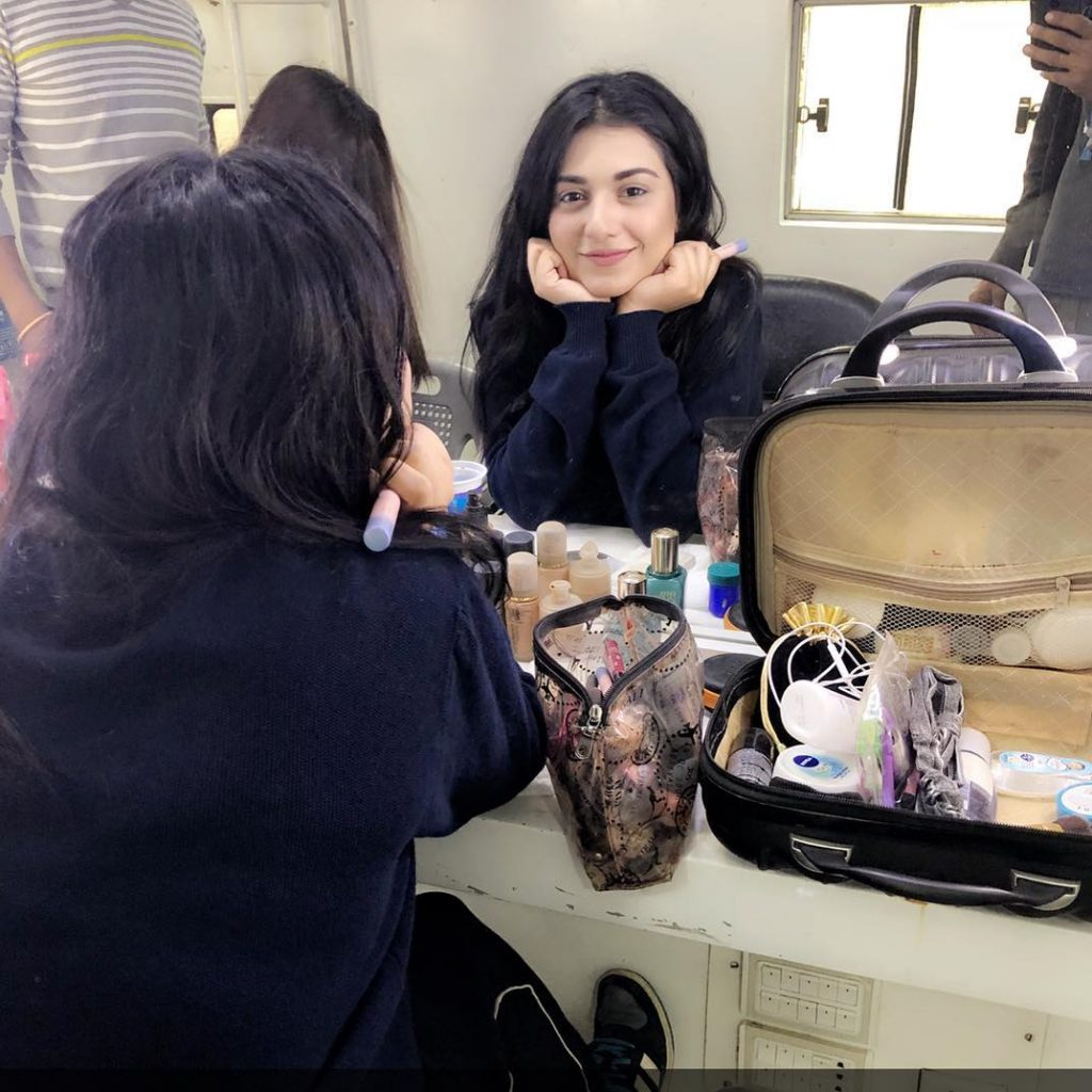 Sarah-Khan-On-Drama-Sets
