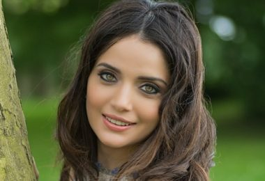 Armeena-Khan-Visits-Syrian-Refugees-In-Jordan-Urges-More-Help