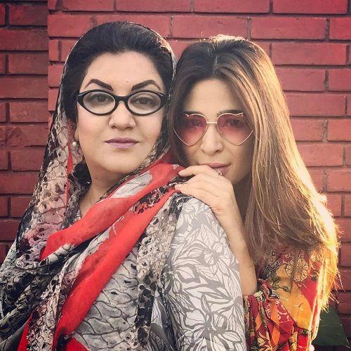 Ayesha-Omer-With-Hina-Dilpazeer