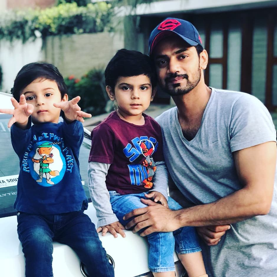 Zahid-Ahmed-With-His-Sons